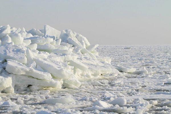 riesige Eistürme bei Thiessow auf Rügen