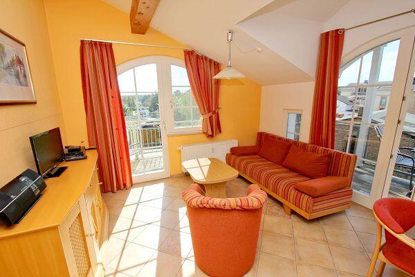 Wohnbereich in der Ferienwohnung 13 in der Strandvilla Böck