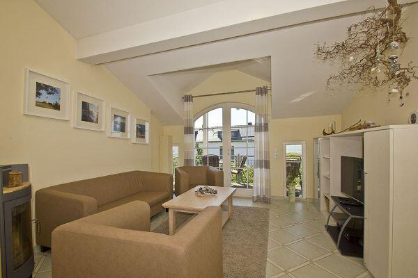 freundlicher Wohnbereich in der Ferienwohnung 15 in der Strandvilla Böck