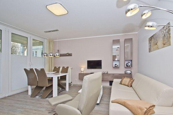 Wohnzimmer in der Ferienwohnung 02 in der Strandresidenz Brandenburg