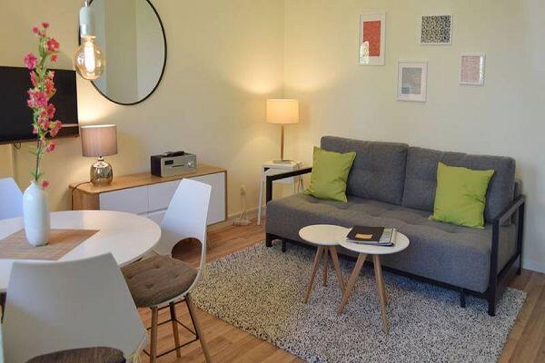 moderner Wohnbereich in der Ferienwohnung 07 in der Strandresidenz Brandenburg