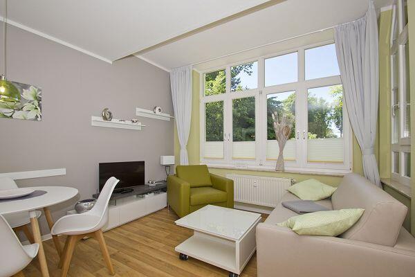 Moderne Wohnbereich in der Ferienwohnung 24 in der Strandresidenz Brandenburg