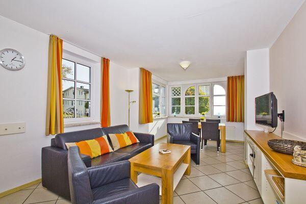 Wohnzimmer in der Ferienwohnung 01 im Haus Blick zur See