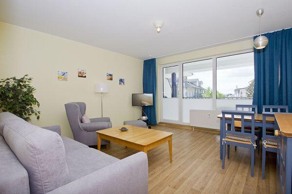 Wohnzimmer der Ferienwohnung 08 im Haus Rügen
