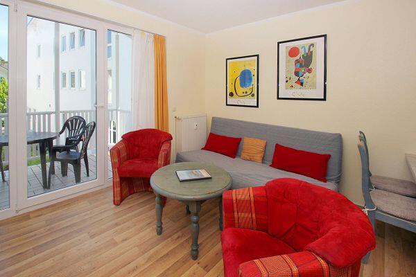 Wohnzimmer in der Ferienwohnung 09 in der Villa Karola