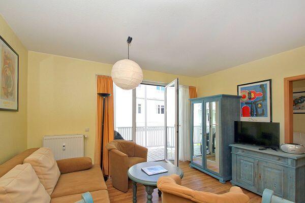 Wohnzimmer in der Ferienwohnung 13 in der Villa Karola