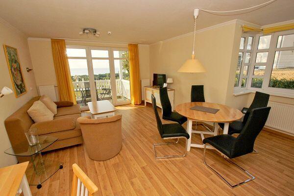 Ess-/Wohnbereich in der Ferienwohnung 23 in den Meeresblick Residenzen