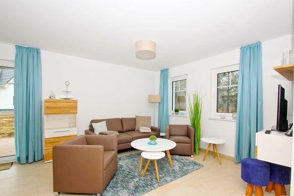 Wohnzimmer in der Ferienwohnung 01 im Haus 10 im Strandresort Rex Rugia