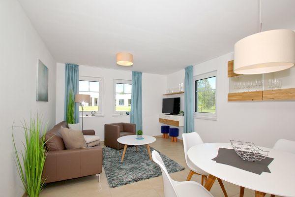 Wohnbereich in der Ferienwohnung 04 im Haus 10 im Strandresort Rex Rugia