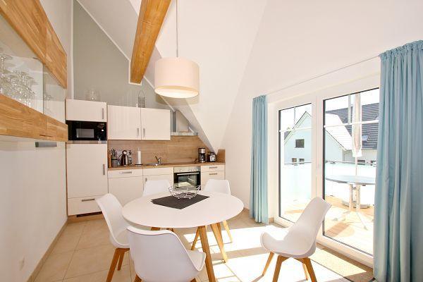 moderne Küche in der Ferienwohnung 05 im Haus 10 im Strandresort Rex Rugia
