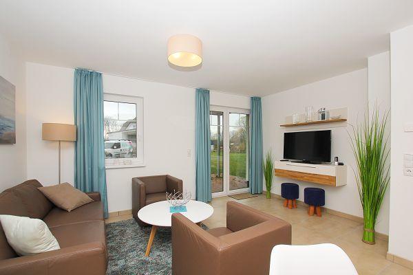 Wohnbereich mit Terrasse in der Wohnung 3 im Haus 13 im Strandresort Rex Rugia