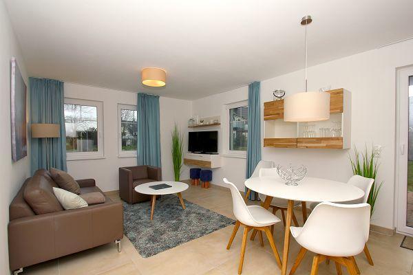 Wohnbereich in der Wohnung 4 im Haus 13 im Strandresort Rex Rugia