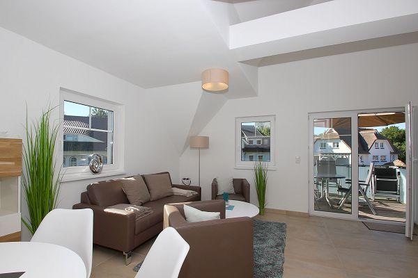 Wohnbereich mit Balkon Wohnung 07 im Haus 13 im Strandresort Rex Rugia