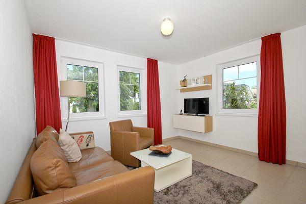 Wohnbereich in der Wohnung 04 im Haus 14 im Strandresort Rex Rugia