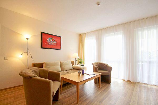 Wohnbereich in der Ferienwohnung 06 im Strandhaus Mönchgut