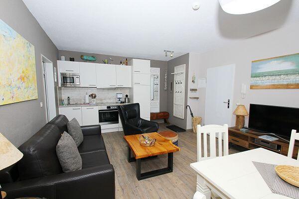 gemütlicher Wohnbereich in der Ferienwohnung 09 im Strandhaus Mönchgut