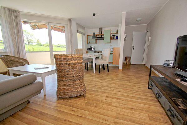 Wohnbereich in der Ferienwohnung 16 im Strandhaus Mönchgut