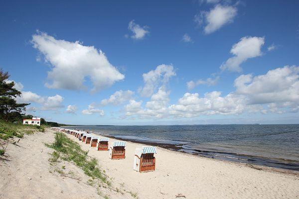 Strand mit Strandkörben in Glowe