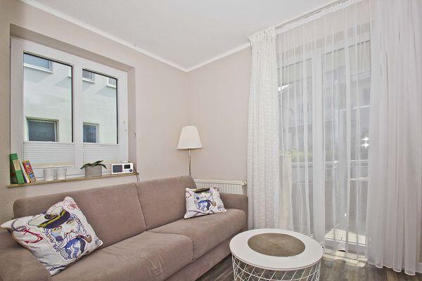 gemütlicher Wohnbereich in der Ferienwohnung 22 in der Villa Buskam