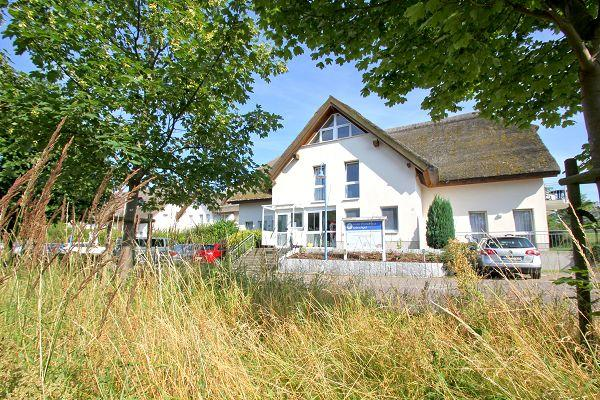 Strandhaus Mönchgut Bed & Breakfast in Lobbe auf Rügen - Frontansicht