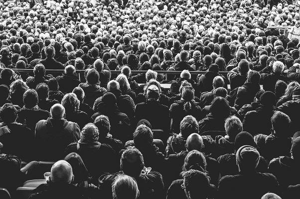 Publikum im Theater Pubus
